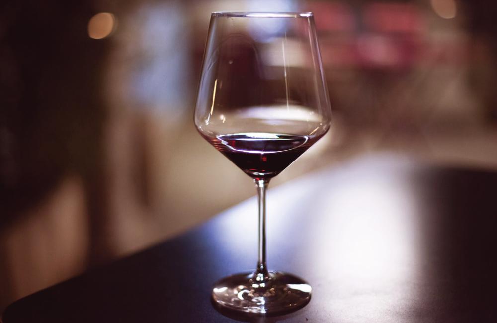 Como e porquê decantar um vinho? – A arte de decantar